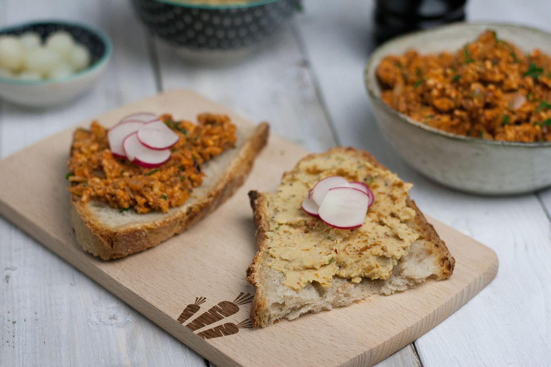 Brotzeit mit veganem Hummus
