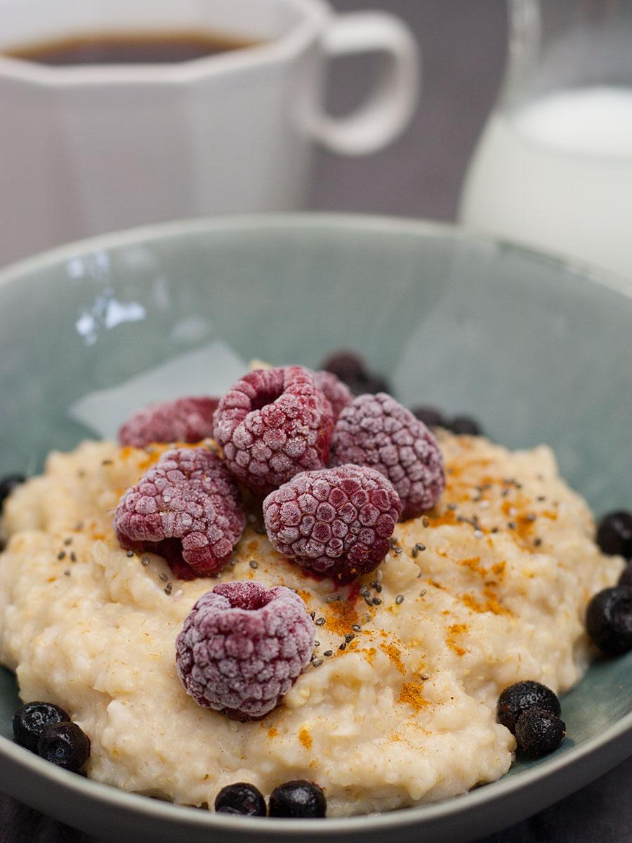 Porridge mit Himbeeren