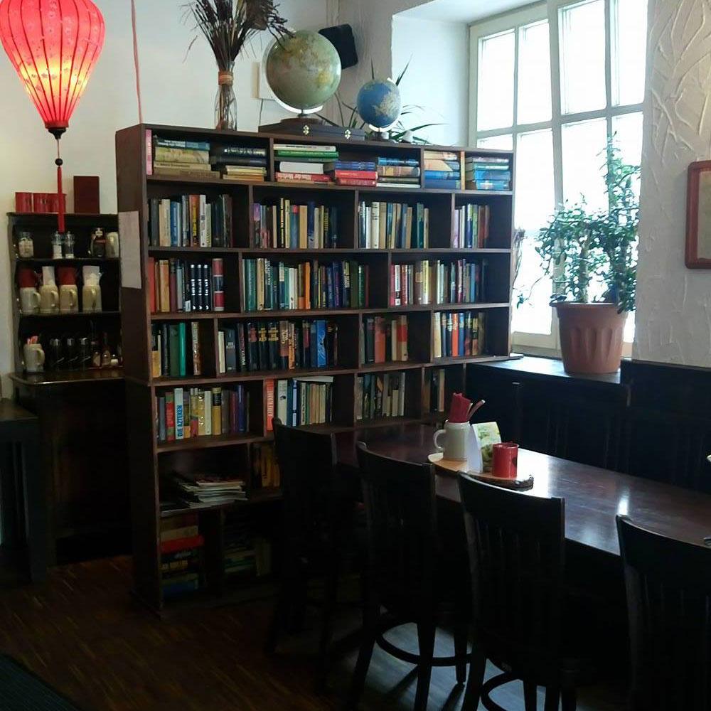 Das Bodhi von innen Bücherschrank
