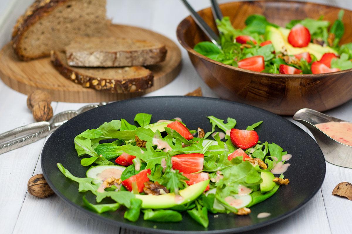Salat mit Pfirsich-Dressing