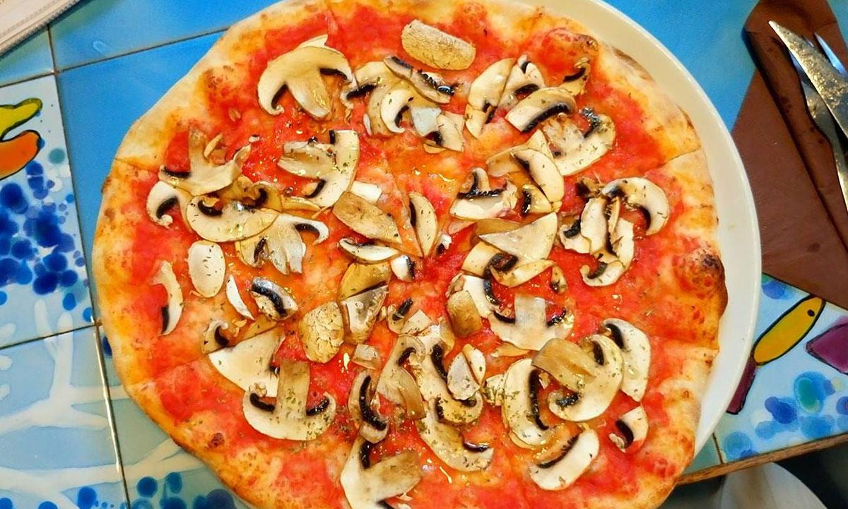 vegetarische Pizza ohne Käse Setenil Spanien
