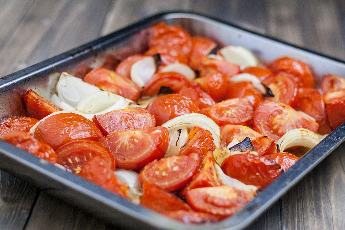 Tomaten aus dem Ofen für vegane Tomatensuppe