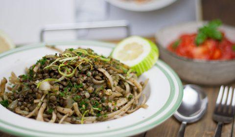 veganes Nudelgericht: Linguine mit grünen Linsen