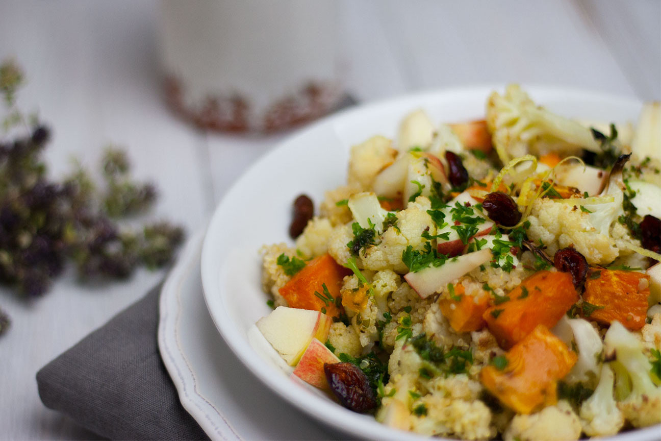 Herbstsalat mit Blumenkohl und Süßkartoffel vegan