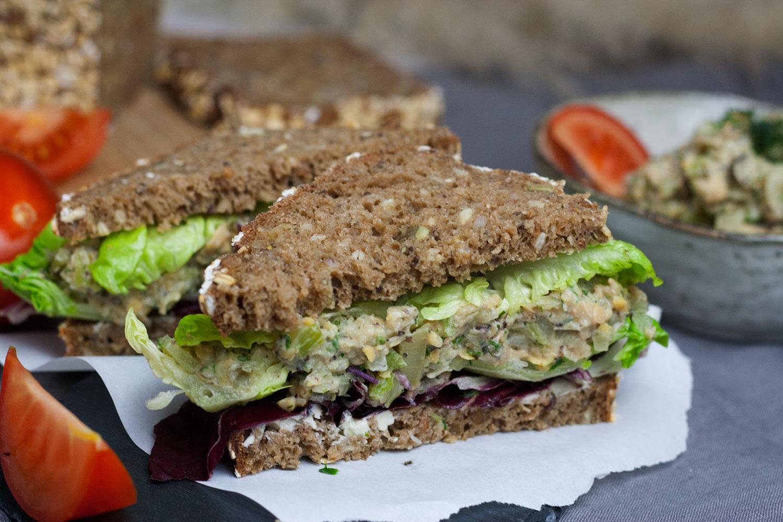 Sandwich mit veganem Thunfisch
