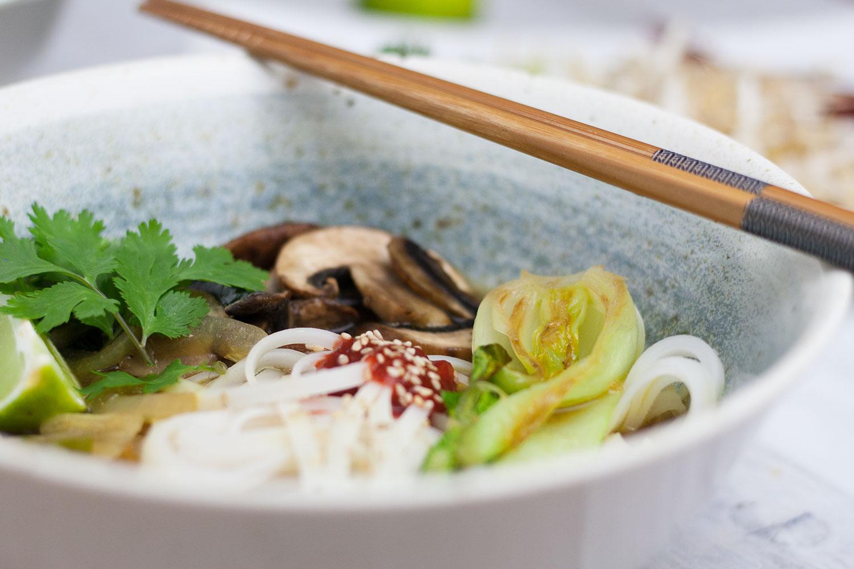 vegane Pho vietnamesische Suppe