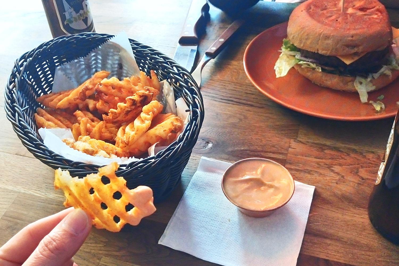 vegan essen in Island, hier vegane Criss Cross Fries im Imbiss Bike Cake