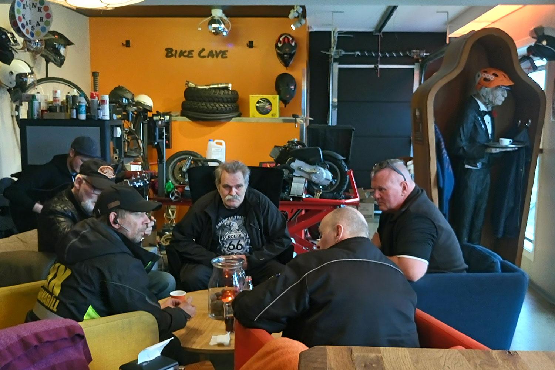 vegan essen in Island, hier der Imbiss Bike Cake von Innen, Biker