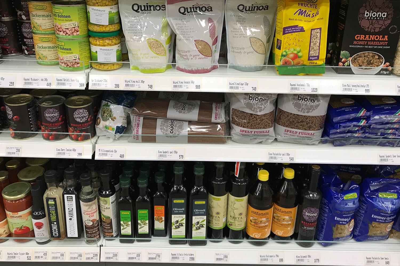 vegan essen in Island, hier Veganes im Supermarkt, Biolebensmittel, Öle, Müsli