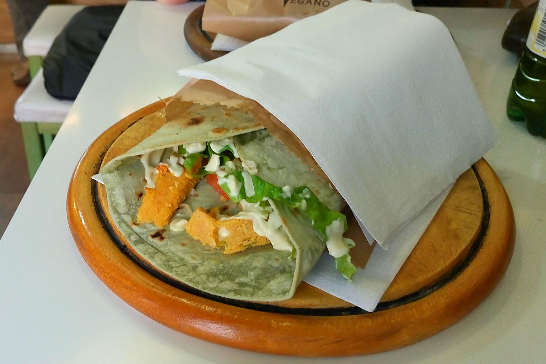 vegan Essen in Rom im Universo Vegano, Lupinen Wrap