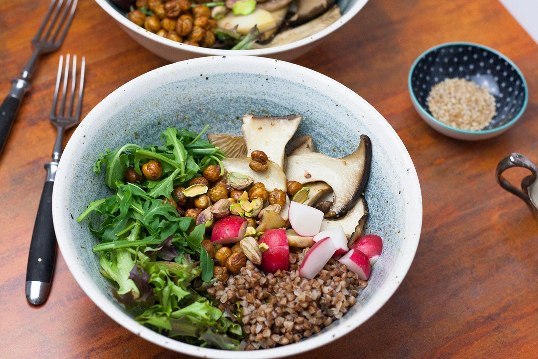 Buchweizensalat mit Kräuterseitlingen, kann komplett am Abend vorbereitet werden (Meal Prep)
