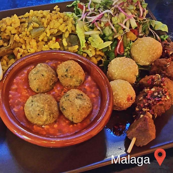 mit einem Food Blogger zusammen sein, heißt unterwegs lecker, aber es müssen immer Fotos gemacht werden. Hier in Malaga in Spanien.