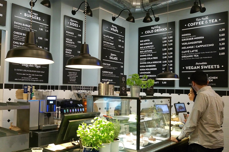 vegan essen in Wien Swing Kitchen von innen Theke