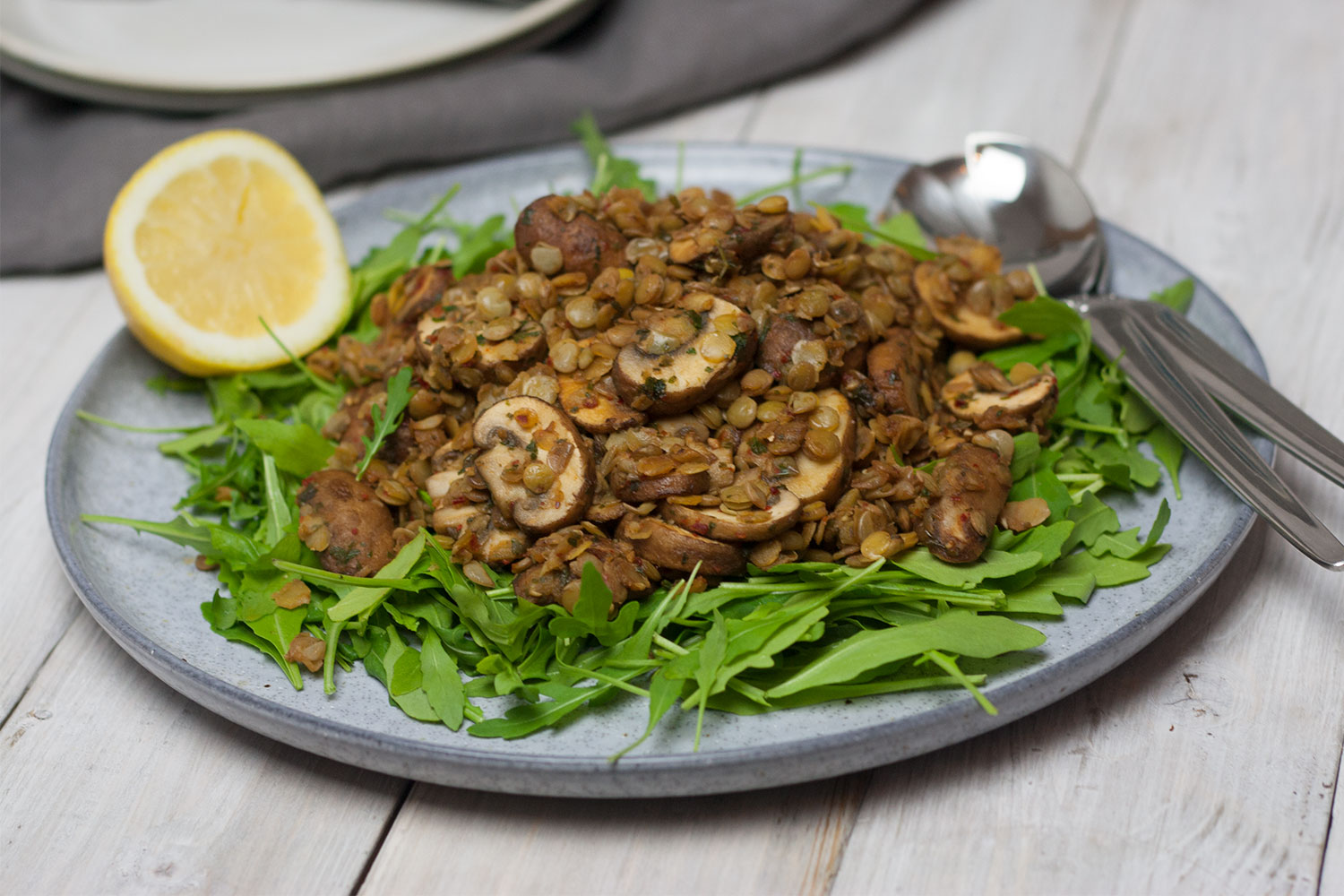 vegan lentil and mushroom salad with rocket | Linsen Pilz Salat auf Rucola