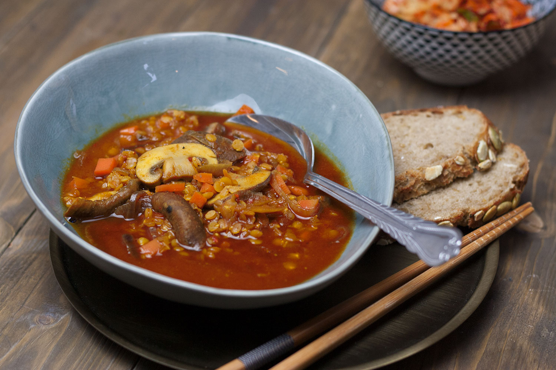 Strong Lentil Soup with Mushrooms | Kräftige Linsensuppe mit Pilzen und Karotten