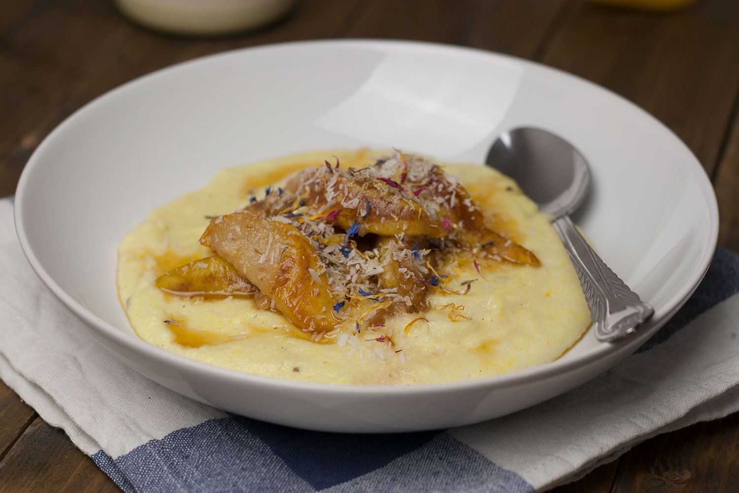 Kokos Grießbrei mit karamelisierter Birne | coconut semolina pudding with caramelized pear