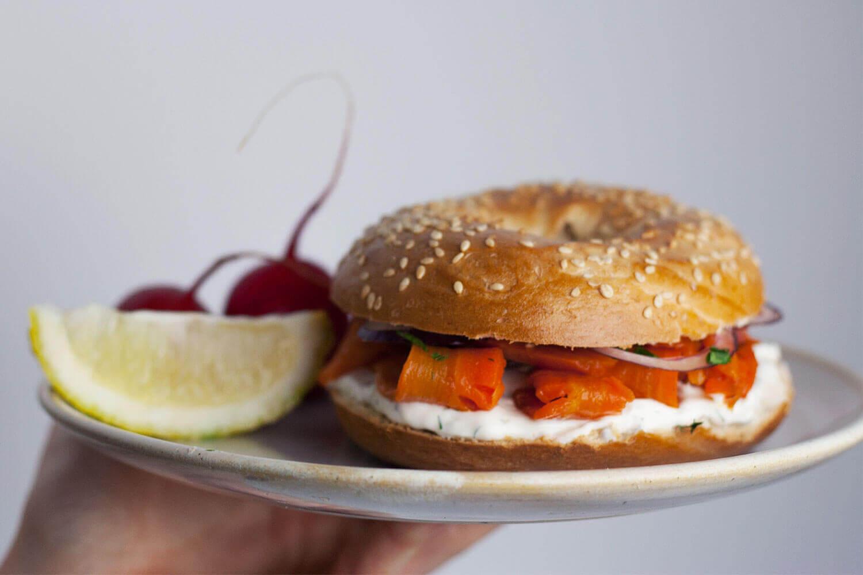 Carrot Lox oder veganer Karottenlachs, eine Räucherlachs-Alternative von Mangold & Muskat