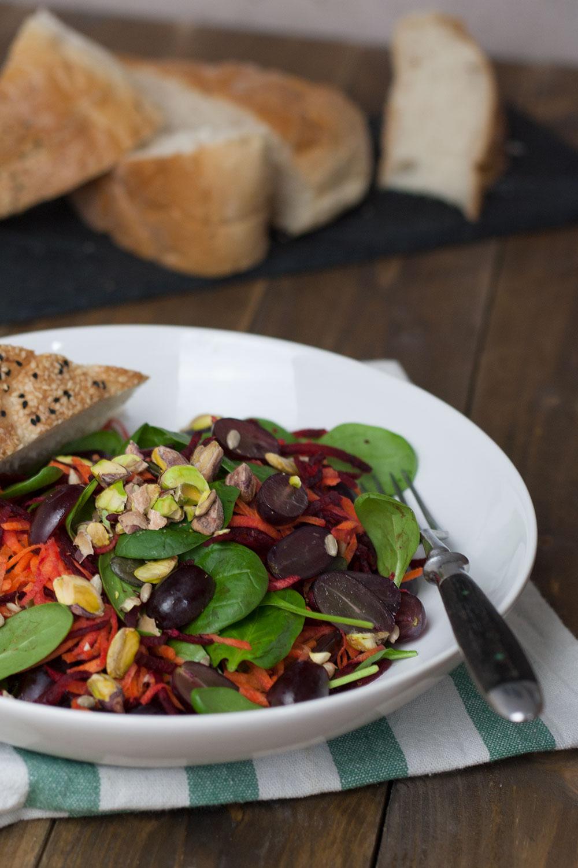 Rote Beete Salat mit Trauben und Minz-Vinaigrette