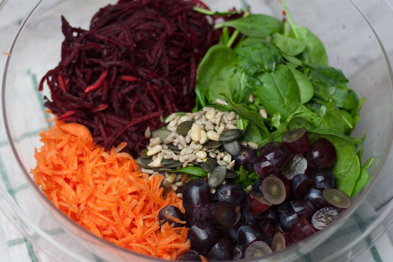 rote beete salat mit trauben rezept mangold muskat. Black Bedroom Furniture Sets. Home Design Ideas