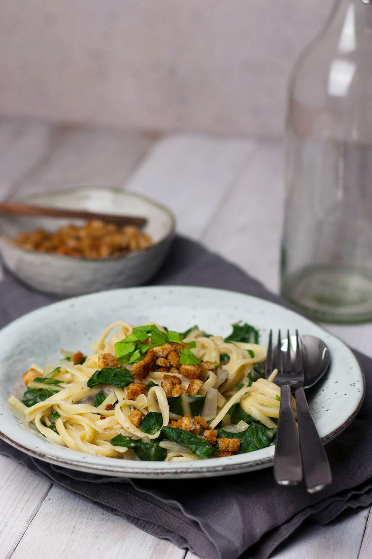Rezept für einfache, cremige Mangold Pasta mit Bärlauch