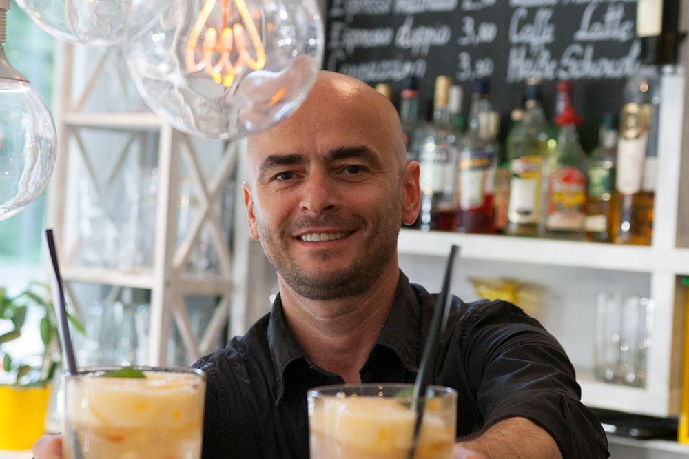 Sebastian Gastwirt und Inhaber der Mixto - das italientische Restaurant Mixto Cucina in München, das vegane Gerichte anbietet