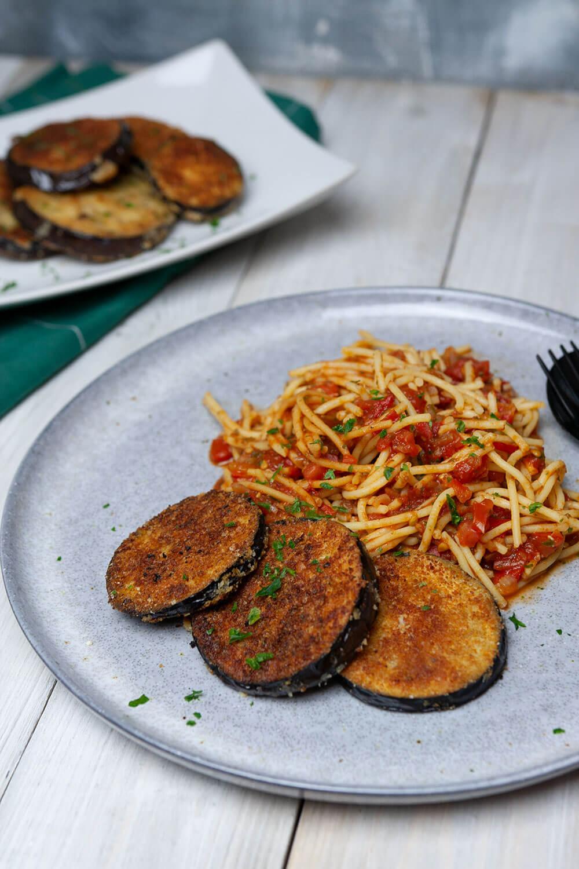 Auberginen Piccata Milanese - eine vegane Variante des italienischen Klassikers