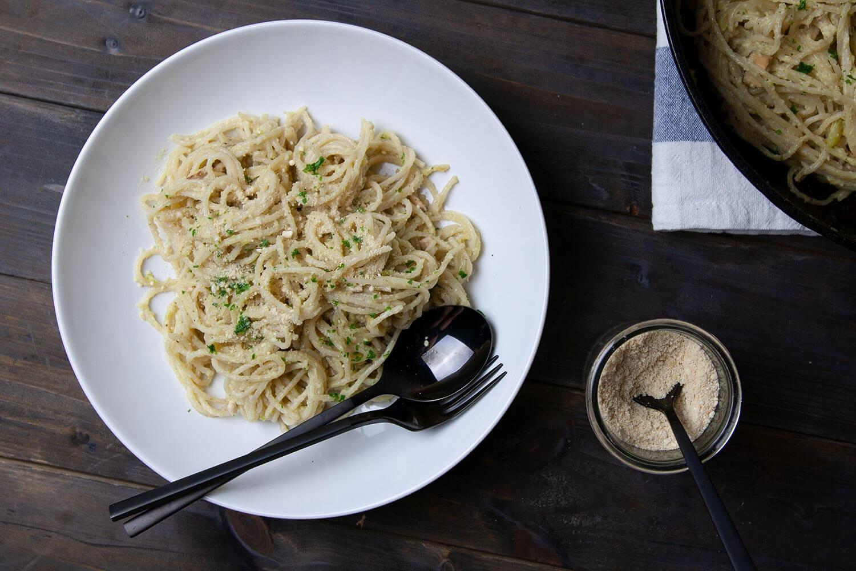 vegane Carbonara mit Cashew Parmesan
