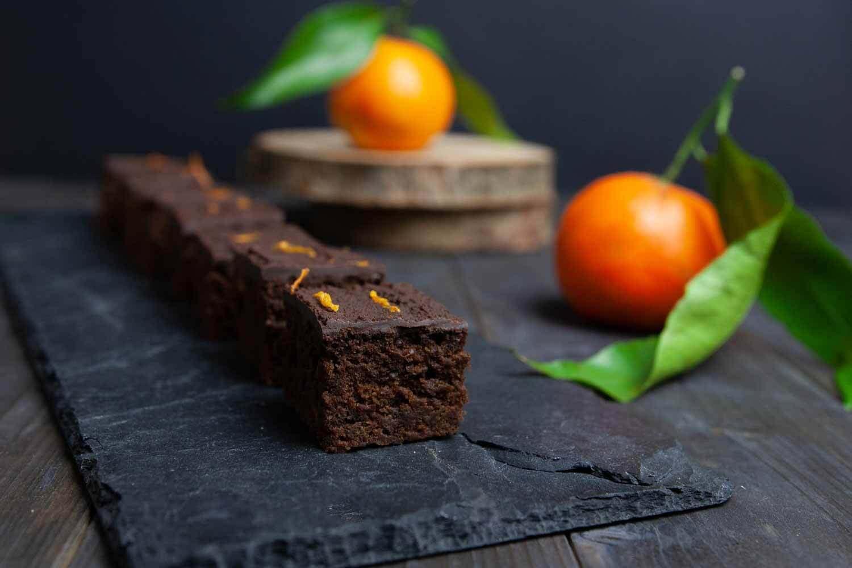 kleine, vegane Orangen Lebkuchen Schnitten schmecken fruchtig und schokoladig