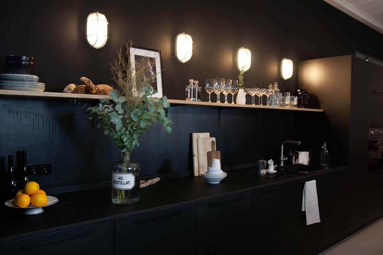 edle, schwarze Küche