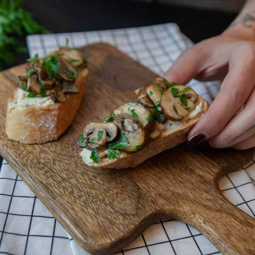 Pilz-Crostini mit Mandel-Ricotta