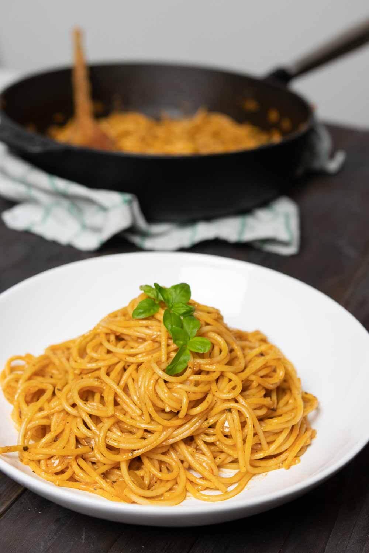Pasta in cremiger Tomatensoße