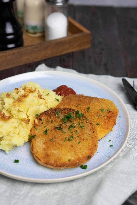 veganes Kohlrabi-Schnitzel paniert mit Kartoffelpüree