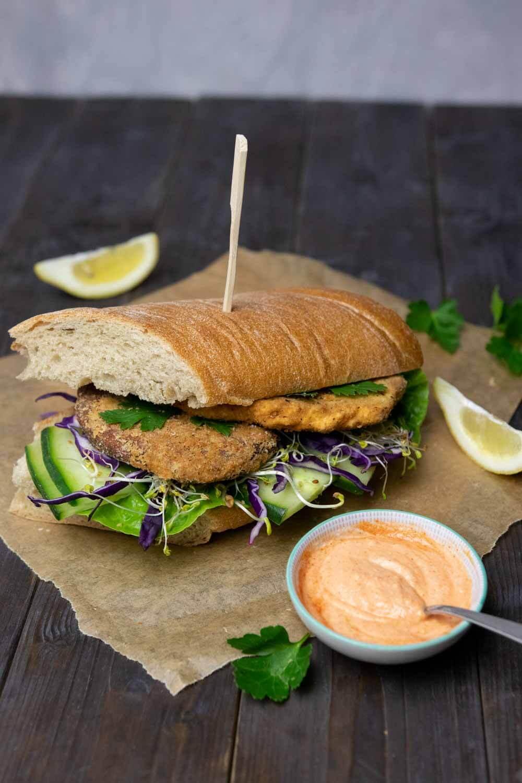 Schnitzel-Sandwich mit veganem Seitan-Schnitzel