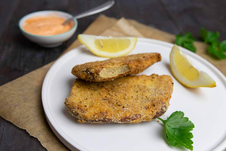Panierte und fritierte Seitan-Schnitzel