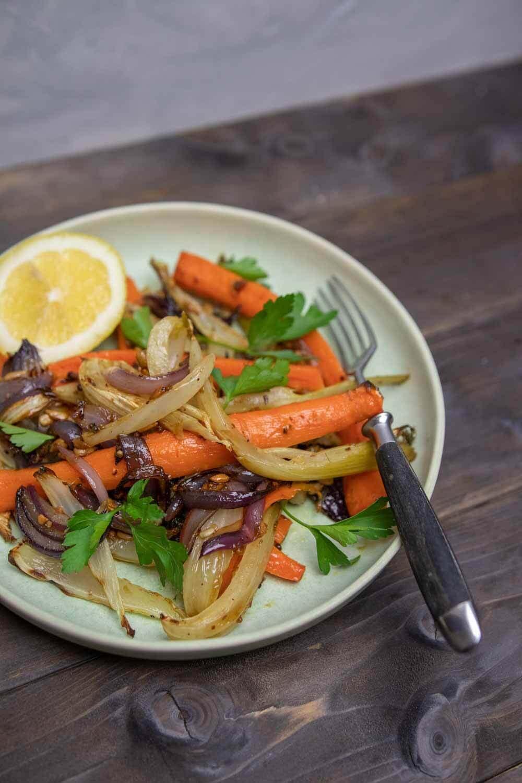 Einfaches Ofengemüse mit Balsamico-Dressing