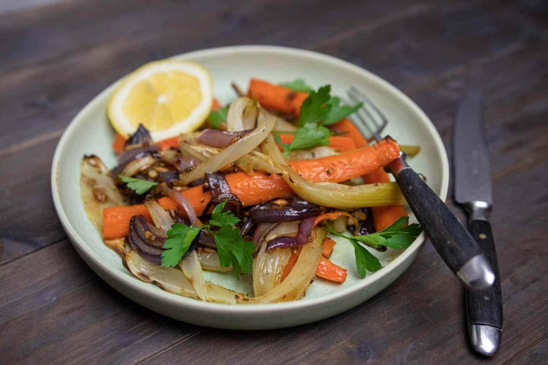Ofengemüse aus Karotten, Fenchel und roten Zwiebeln
