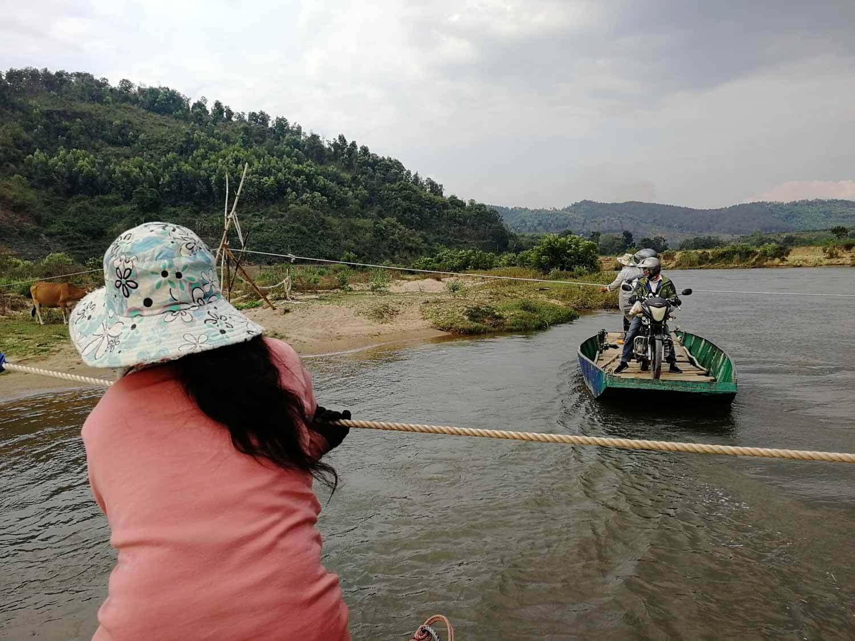 Bootsfahrt in Vietnam mit Motorrad