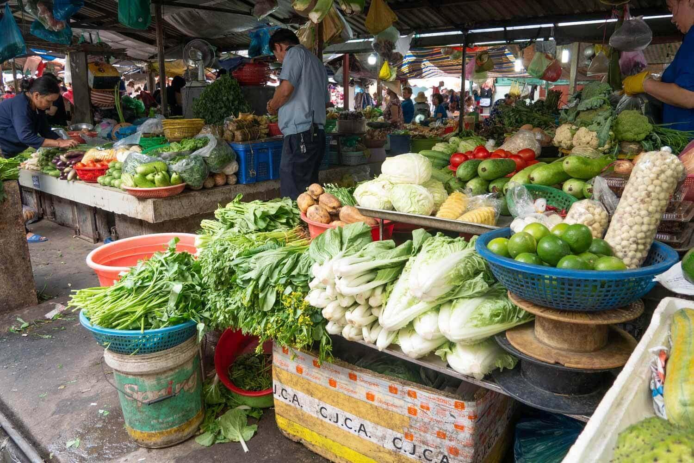 frisches Gemüse auf dem Markt in Vietnam