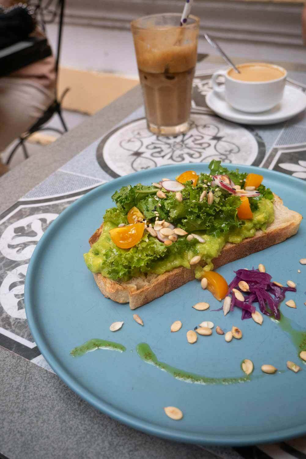 veganer Avocado Toast in Hanoi