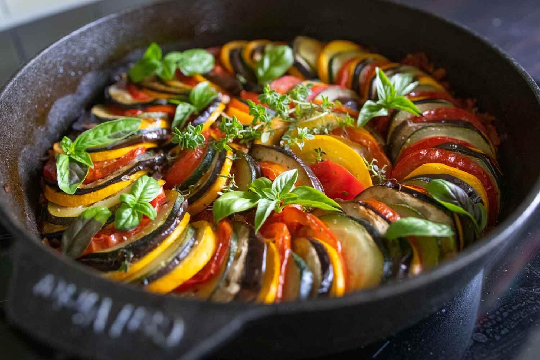 Basisches Ratatouille mit Zucchini, Auberginen und Tomate
