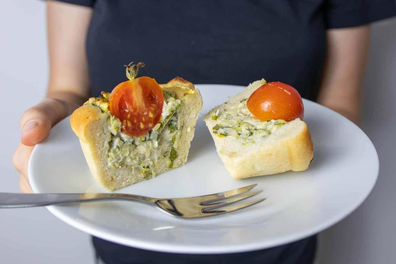herzhafter Fingerfood aus Hefeteig mit Zucchini