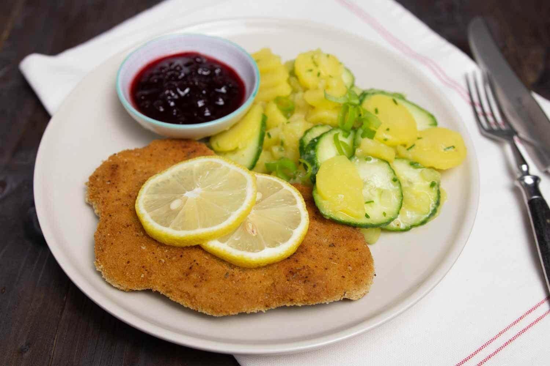 veganes Seitanschnitzel mit Kartoffelsalat