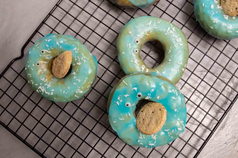 Krümelmonster-Donuts mit Cookie