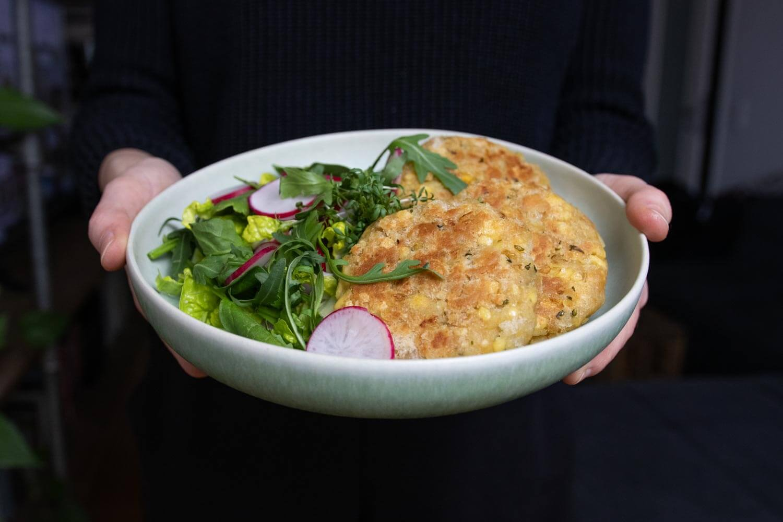 vegane Kaspressknödel mit Salat