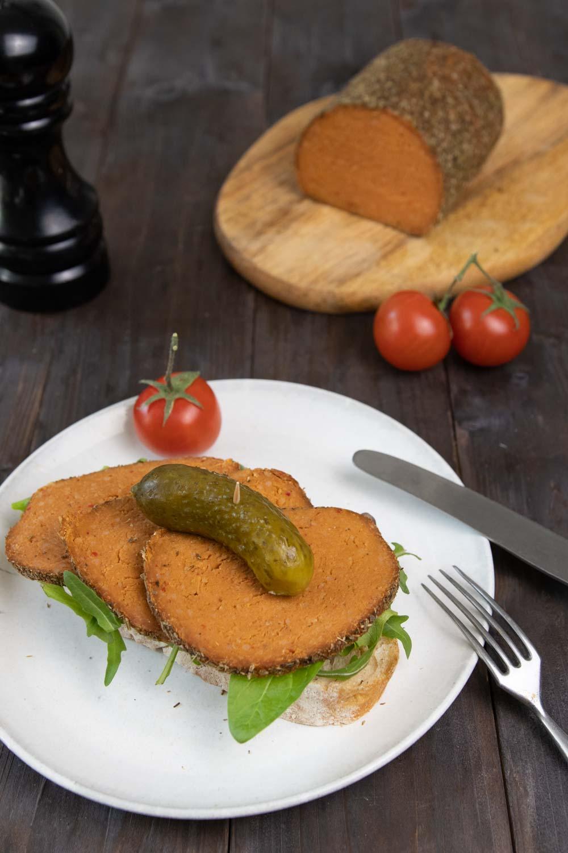 Brot mit Seitan-Aufschnitt