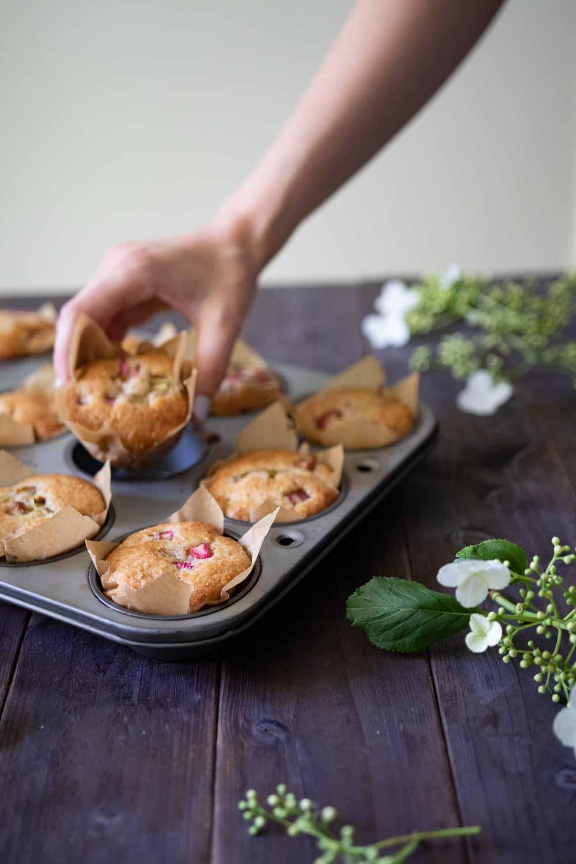 Blech mit veganen Rhabarber-Muffins