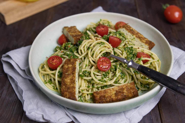 Pasta mit veganer Oliven-Pesto