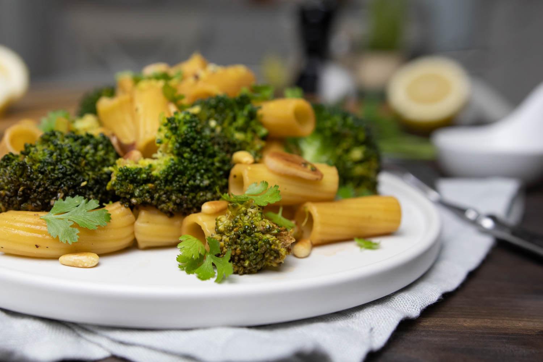 Vegane Brokkoli-Nudel-Pfanne