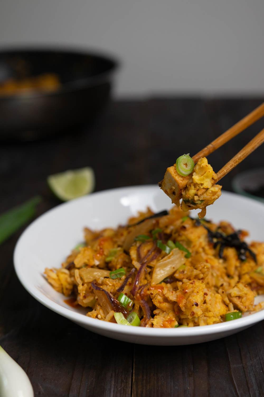 Gebratener Reis mit Kimchi und Tofu