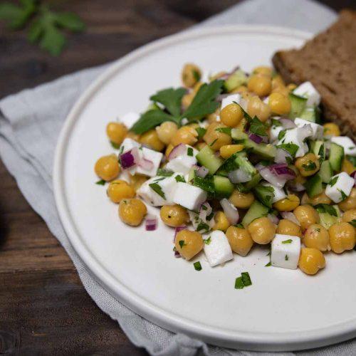 Einfacher Beilagensalat: Kichererbsen-Salat